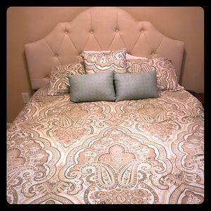 Nicole Miller Bed Set